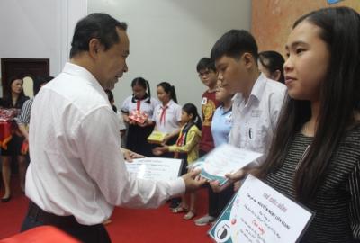 Công đoàn ĐHQG-HCM tổ chức Lễ trao học bổng Nguyễn Đức Cảnh