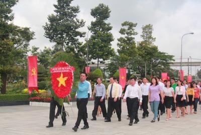 Dâng hương tại Nghĩa trang Liệt sĩ TP.HCM nhân ngày 27/7