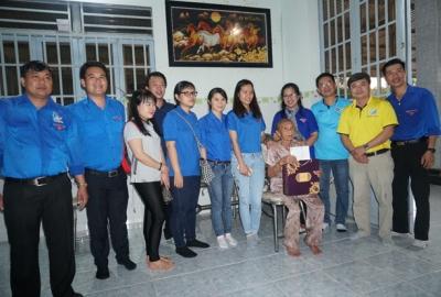 Công đoàn cơ quan và chi đoàn khối VP ĐHQG-HCM trao tặng khu vui chơi thiếu nhi