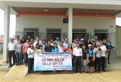 Công đoàn ĐHQG-HCM: Tham gia tặng nhà công vụ và quà cho giáo viên, học sinh các tỉnh Tây Nguyên