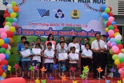 Ngày hội Quốc tế Thiếu nhi và Lễ trao học bổng Nguyễn Đức Cảnh tại Trường Đại học Bách khoa