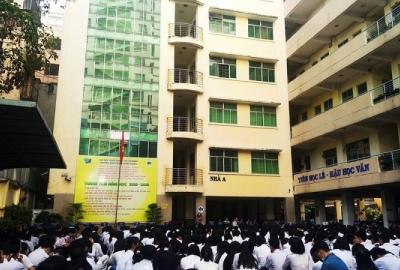 """Buổi nói chuyện """"Phụ nữ Việt Nam thời kỳ hội nhập"""" của Công đoàn cơ sở trường Phổ thông năng khiếu"""