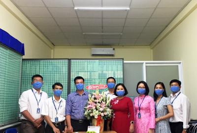 Lãnh đạo nhà Trường thăm và chúc mừng Công đoàn Trường nhân ngày thành lập Công đoàn Việt Nam