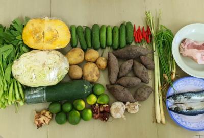 Công đoàn Đại học Quốc gia Tp. Hồ Chí Minh ( Công đoàn ĐHQG-HCM trao tặng thực phẩm cho viên chức, người lao động Nhà Công vụ